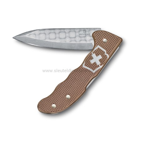 victorinox-hunter-pro-damast-limited-edition-2020.jpg